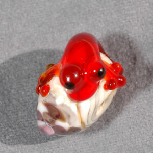 Red Gecko on Ivory Bead with purple flower